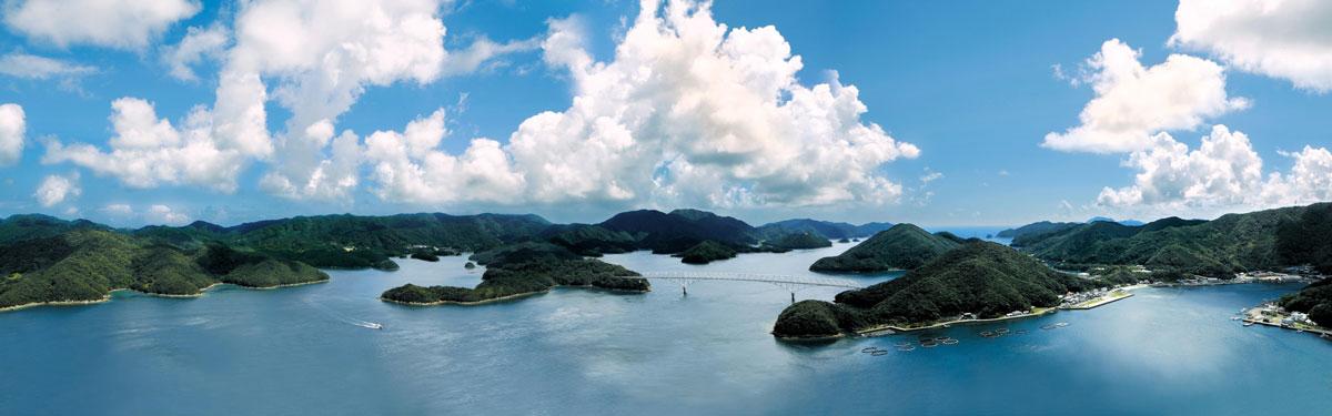 若松大橋と周辺の島々の美しい風景